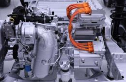不仅是快和慢 新能源车上的两类电动机都有啥不一样