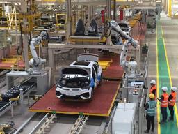 这家智能工厂今天竣工,定制化生产,还能够通过APP查看进度