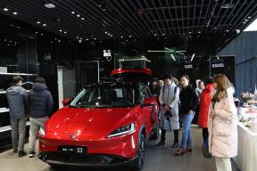 小鹏汽车北京体验店开业,面对补贴退坡,小鹏自己玩补贴