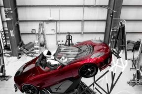 马斯克:2020年推出可以飞行的新一代Roadster跑车