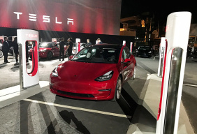特斯拉Model 3基础版发布售价23万人民币,Autopilot不再免费