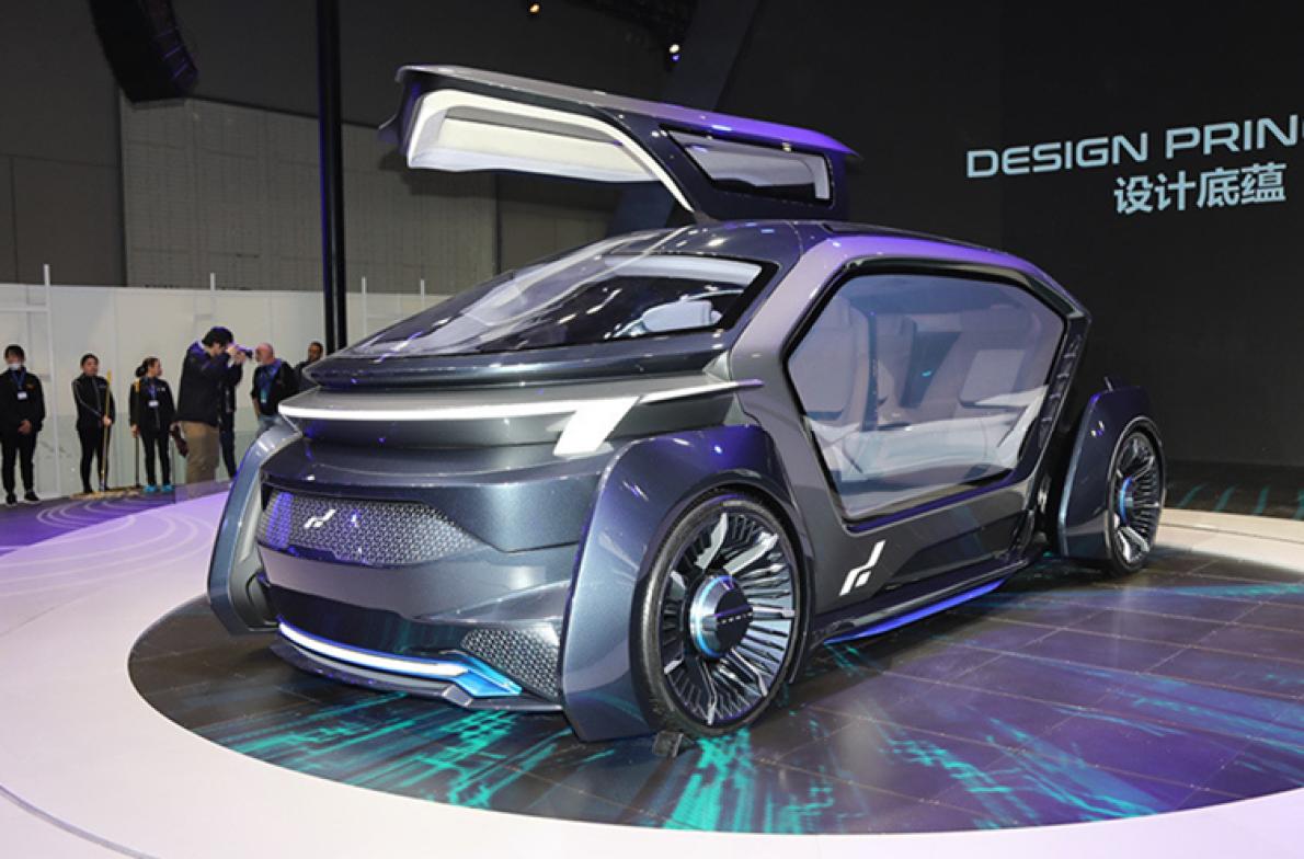纯电动豪华 MPV 与无人驾驶概念车同台 艾康尼克SEVEN  II 亮相上海车展