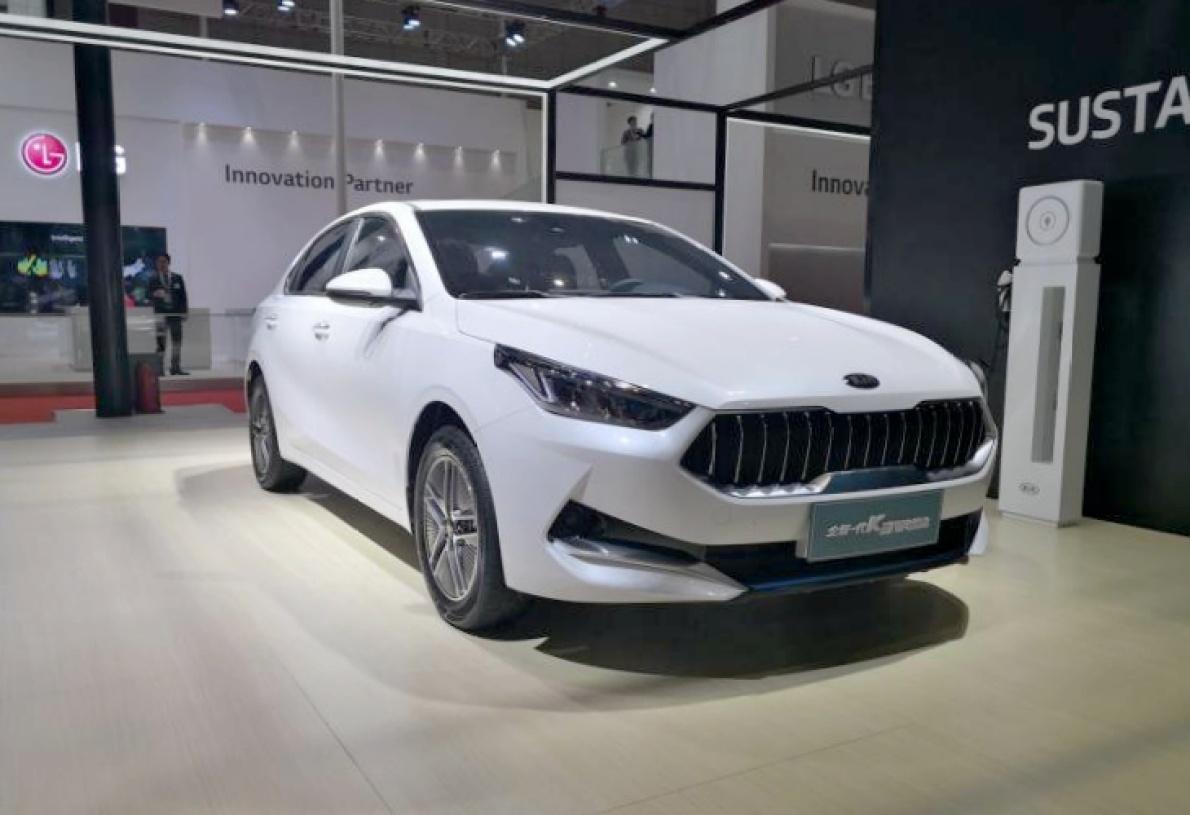 全新一代起亚 K3 插电混动版亮相上海车展,有望于1个月后上市