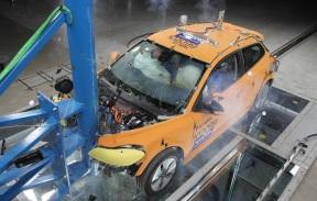 『汤叔解惑』国内电动车和国外电动车安全性对比,差距在哪你想不到
