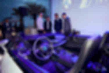 bmw-i8-roadster-safety-car-(2)