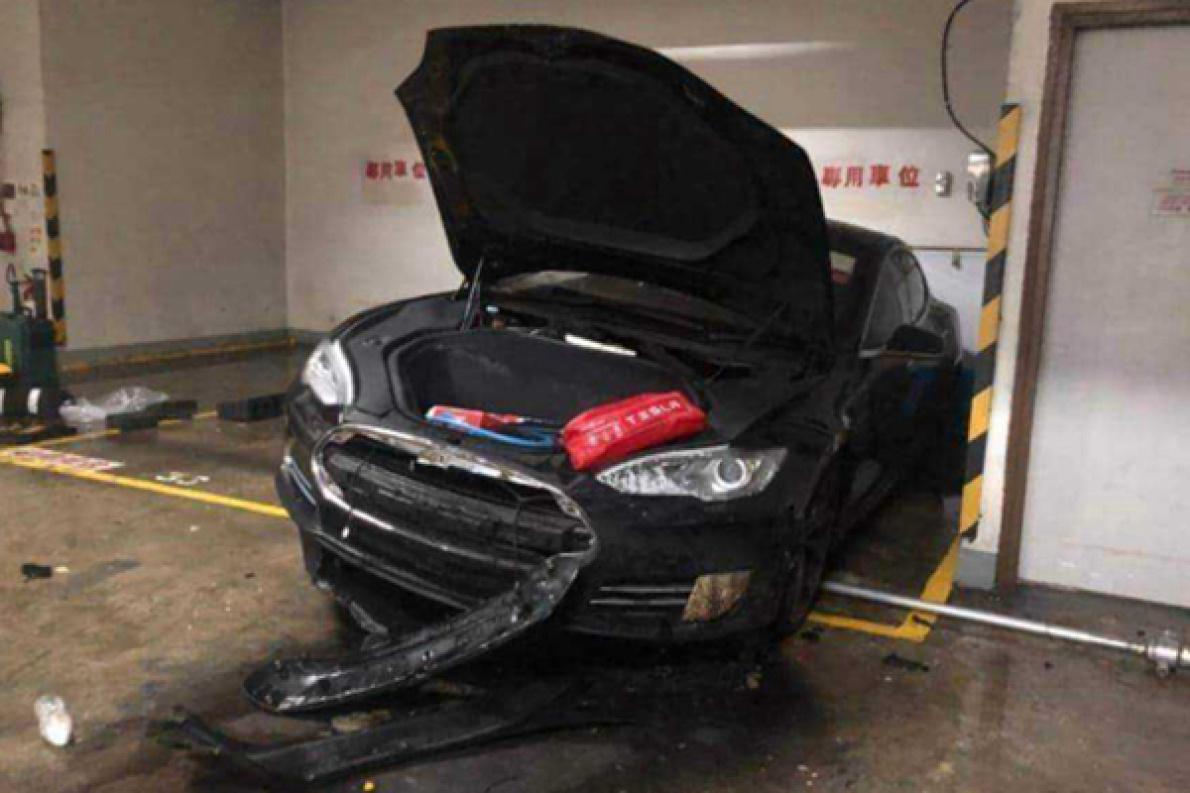 香港一輛特斯拉Model S 自燃,車主:車輛曾因無法啟動維修過