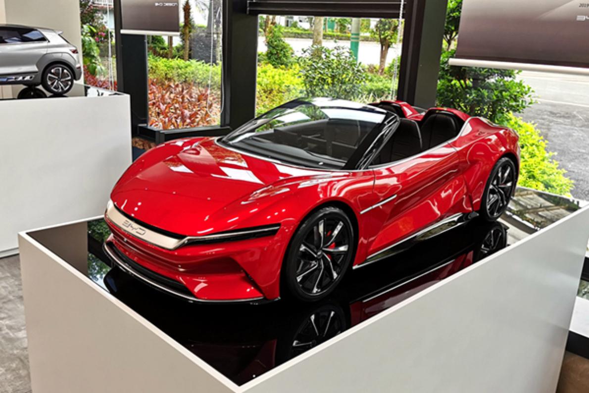 看起来比鸥翼门的硬顶版更拉风,E-SEED GT 概念车敞篷版造型曝光