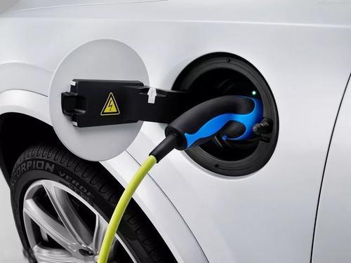 纯电动汽车家庭充电:便携式汽车充电器
