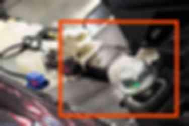 特斯拉员工发送的照片,显示在3型装配过程中如何使用电工胶带。