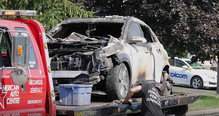 现代KONA EV 全球首爆,车库门被炸飞