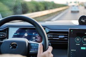 S-APA 全自动泊车系统上线 蔚来 NIO OS 2.1.0 开启推送