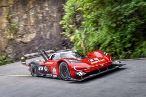 大众汽车ID.R 用时 7 分 38 秒成功挑战通天大道,创造中国天门山的首个官方赛车纪录