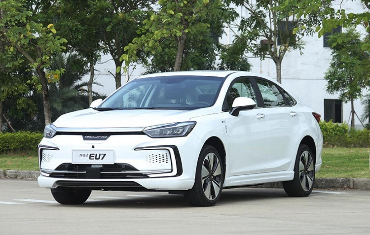 推薦購買15.99萬元逸風版 北京汽車EU7購買分析
