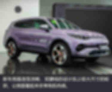 新車側面造型流暢,雙腰線的設計加上較大尺寸的輪拱,讓側面看起來非常有肌肉感。