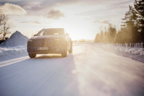巴黎车展亮相 奔驰发布EQA冬季测试官方谍照