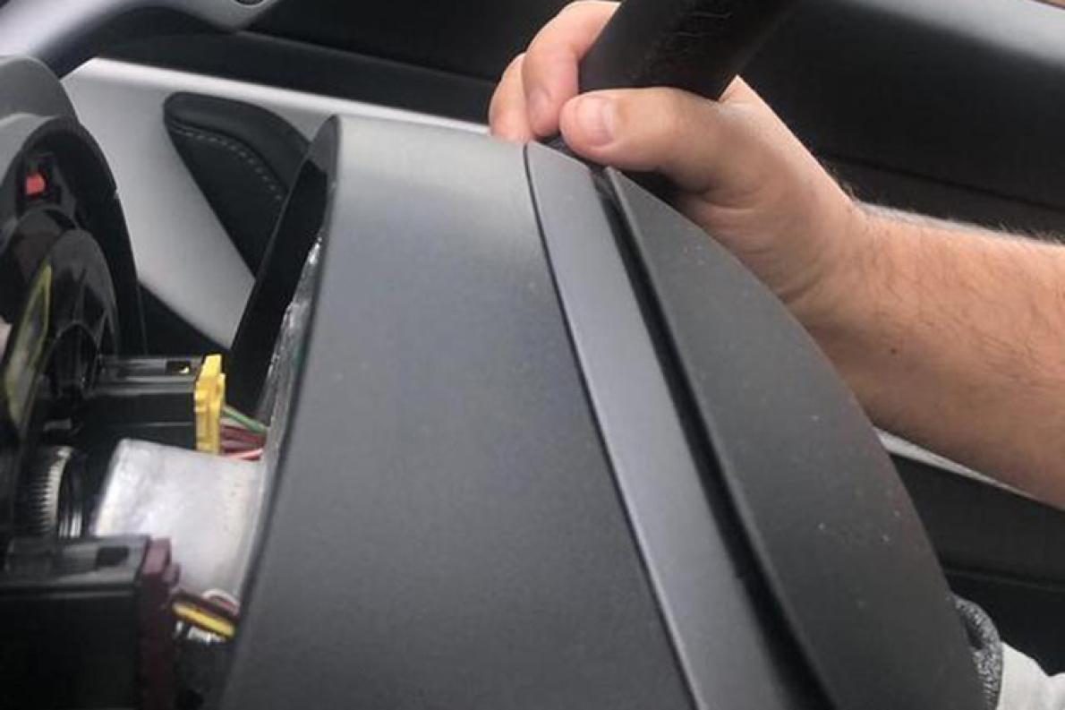 特斯拉Model 3行驶过程方向盘脱落!就问你怕不怕!