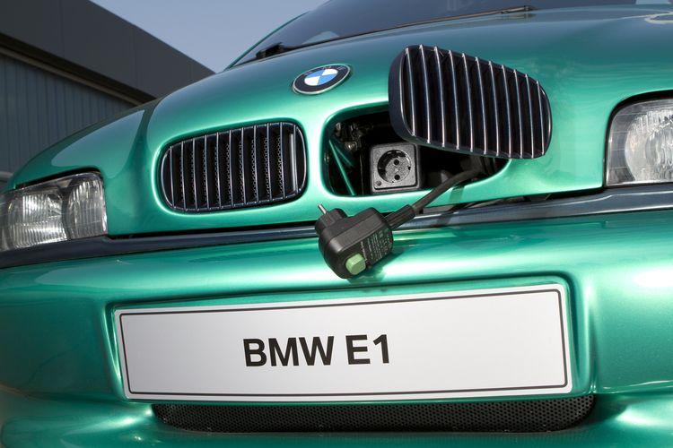 1993年升级后的BMW E1 概念车