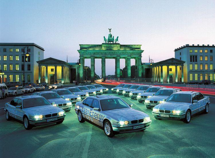 宝马正式发布的首款氢内燃机动力汽车BMW 750hL