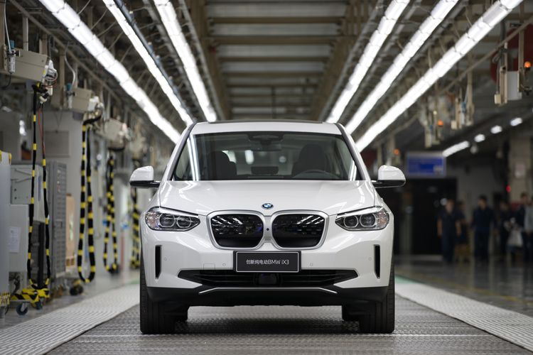 P90402369_highRes_first-bmw-ix3-comes-_