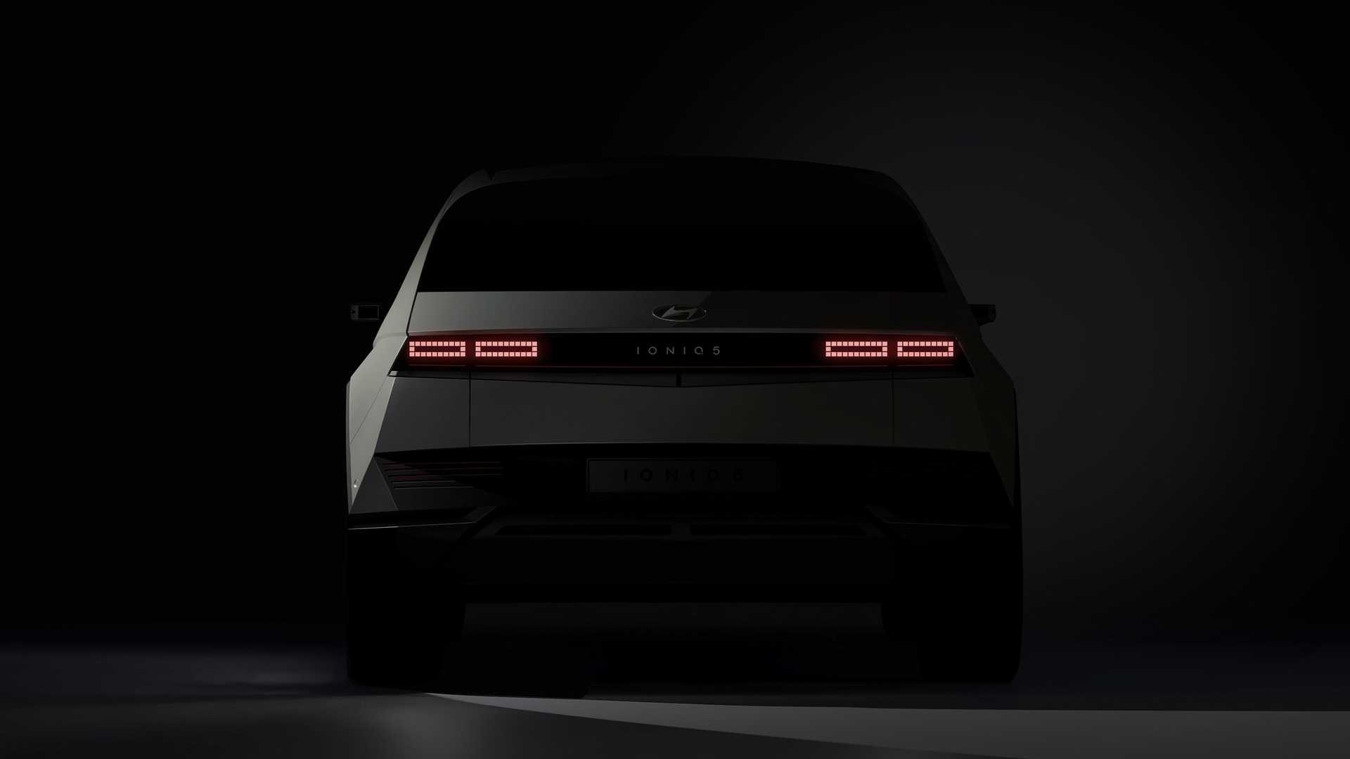 2022-hyundai-ioniq-5-teaser-rear-end