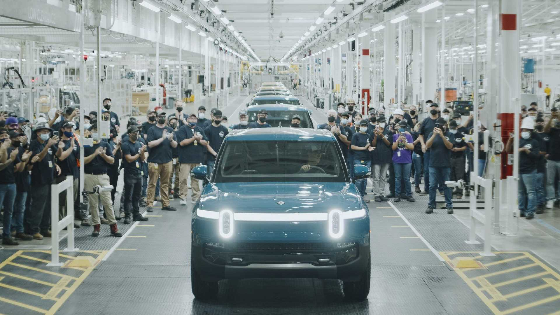 first-production-rivian-r1t-rolls-off-assembly-line-september-14-2021 (1).jpg