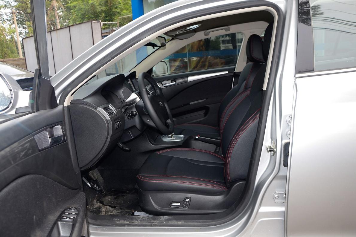 2016款 华泰iEV230 尊贵型 银色 实拍 座椅空间