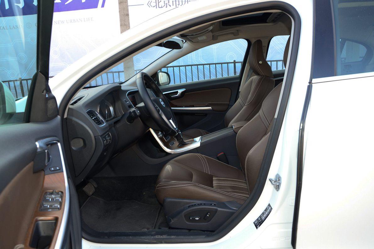 2015款 沃尔沃S60L T6智越(E驱混动)版 实拍 座椅空间