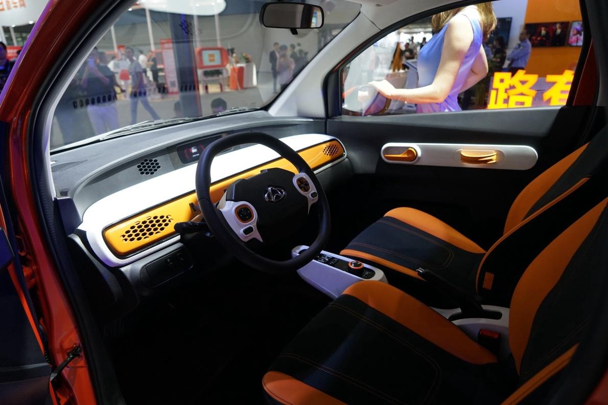 2019 长安欧尚 尼欧 灵动型 橘色 车展 座椅空间