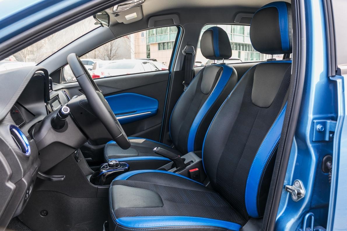 2018款 奇瑞 瑞虎3xe 畅享型 星空蓝 实拍 座椅空间