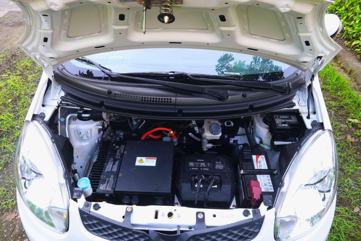 2016款 江铃 E200 舒适型 闪光珍珠白 实拍 动力底盘