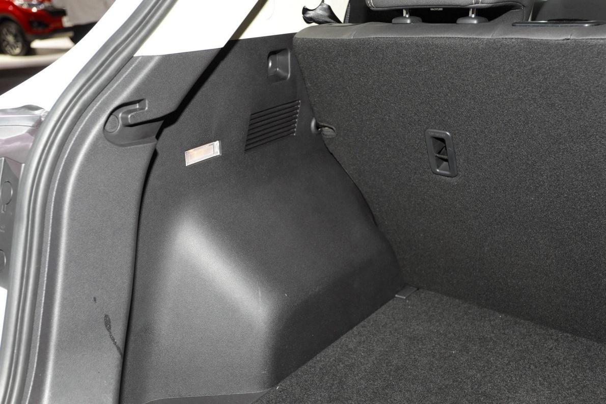 2019 众泰 T300EV ET450 白色 车展 座椅空间