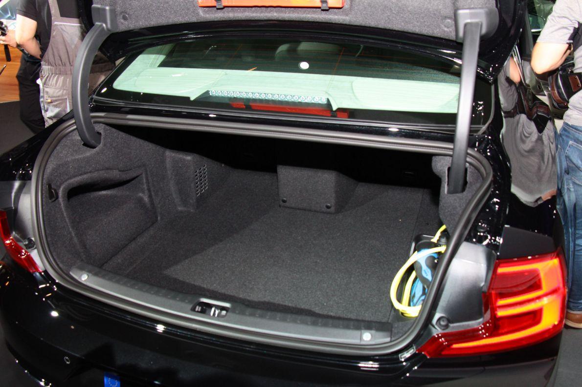2017款沃尔沃S90 T8 车展 空间