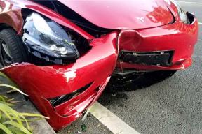 特斯拉Model 3国内首撞,司机:我不知道这车的加速如此之快
