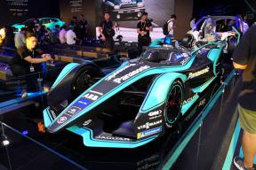 Formula E赛事前夜,来瞧瞧加速2.8秒的捷豹I-TYPE 3电动方程式赛车