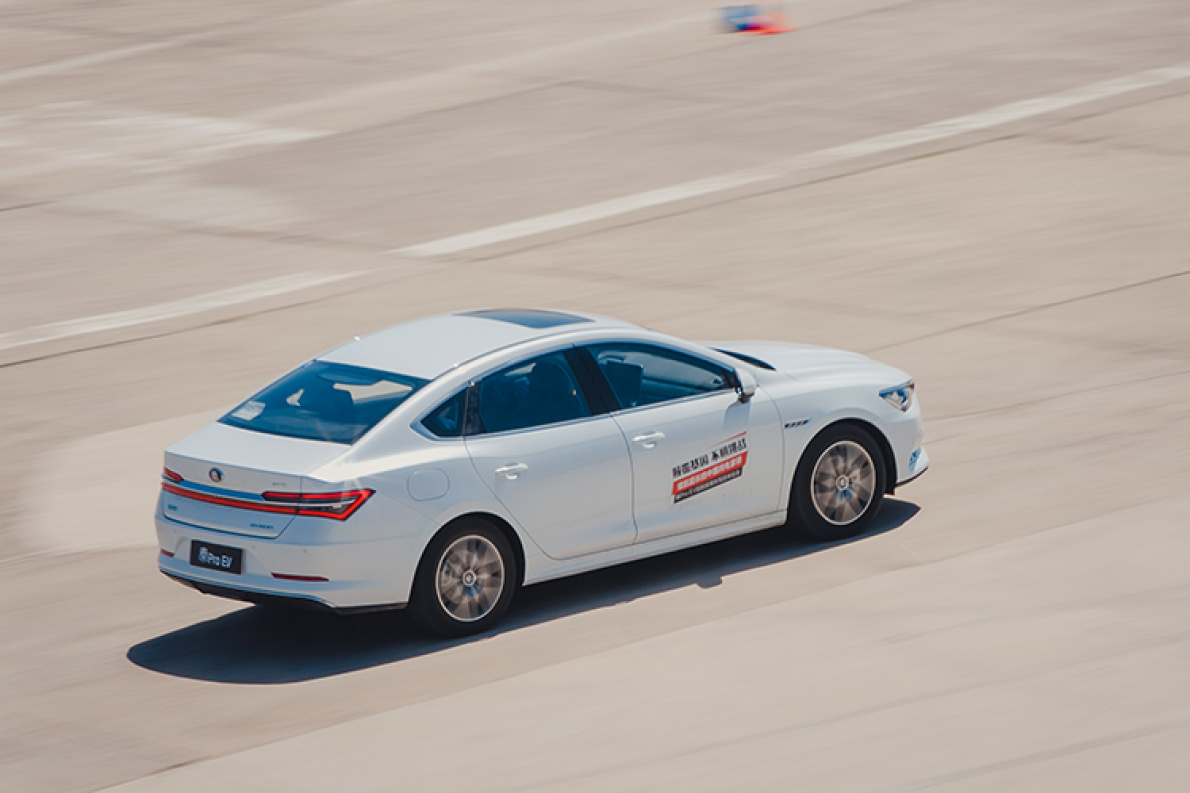 秦Pro EV超能版场地试驾:底盘悬挂有功底,动力更充沛